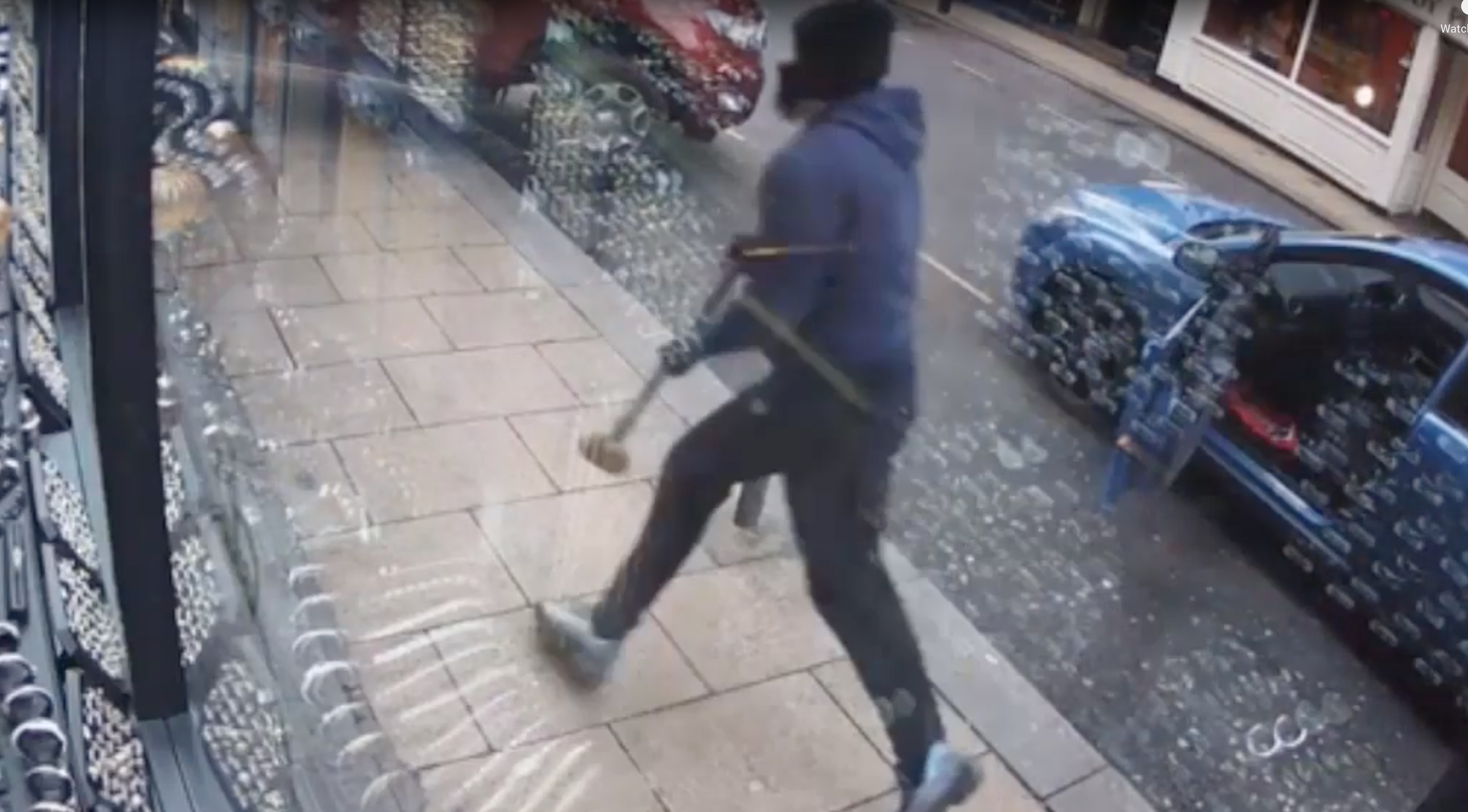 Dramatic CCTV shows Kitchen approach the Leeds jewellery shop. (West Yorkshire Police)