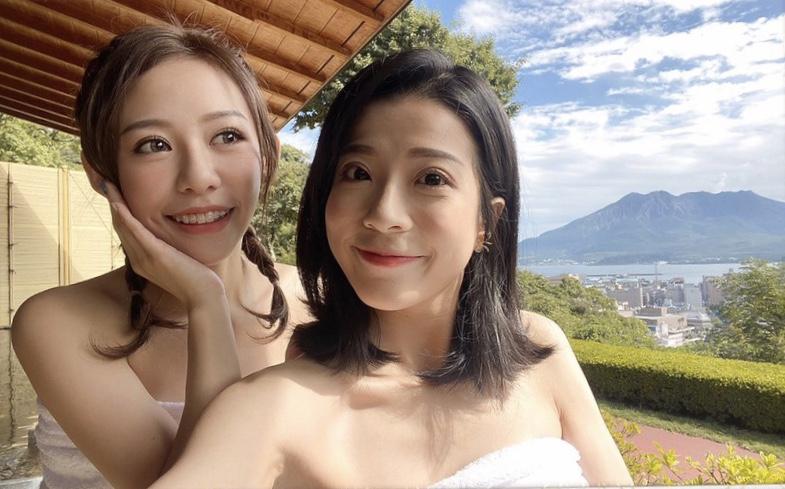 ▲姊妹倆狂自拍,要紀錄下「櫻島活火山」。