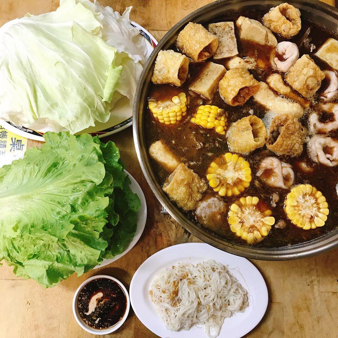 老饕建議,若想吃清爽一點,不妨加點青菜和玉米,增加爽脆口感和清甜滋味。