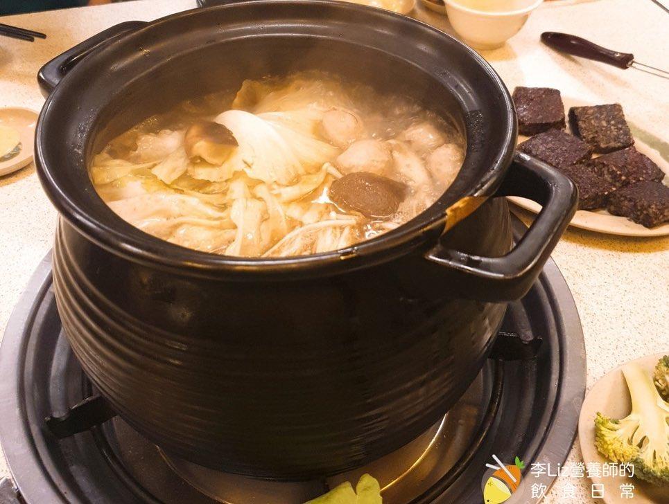 光是看著鍋中滾滾煮著的薑母鴨,也是療癒~