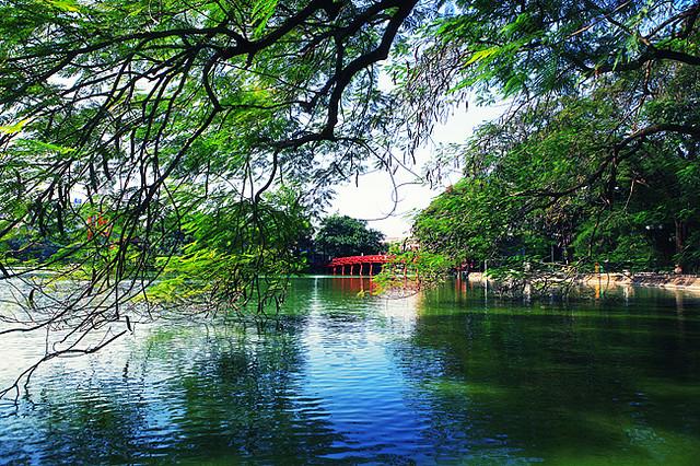 還劍湖 (Photo by Lee Lio, License: CC BY 2.0, 圖片來源www.flickr.com/photos/56177900@N00/3022876764)