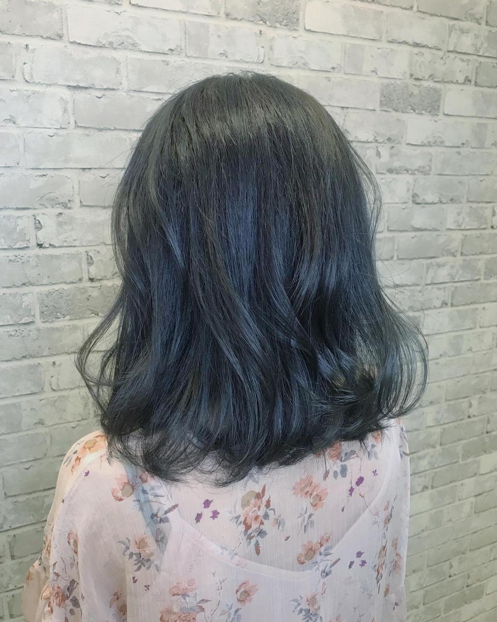 雪松灰綠在不同光源下,可顯現出不同層次變化的髮色~