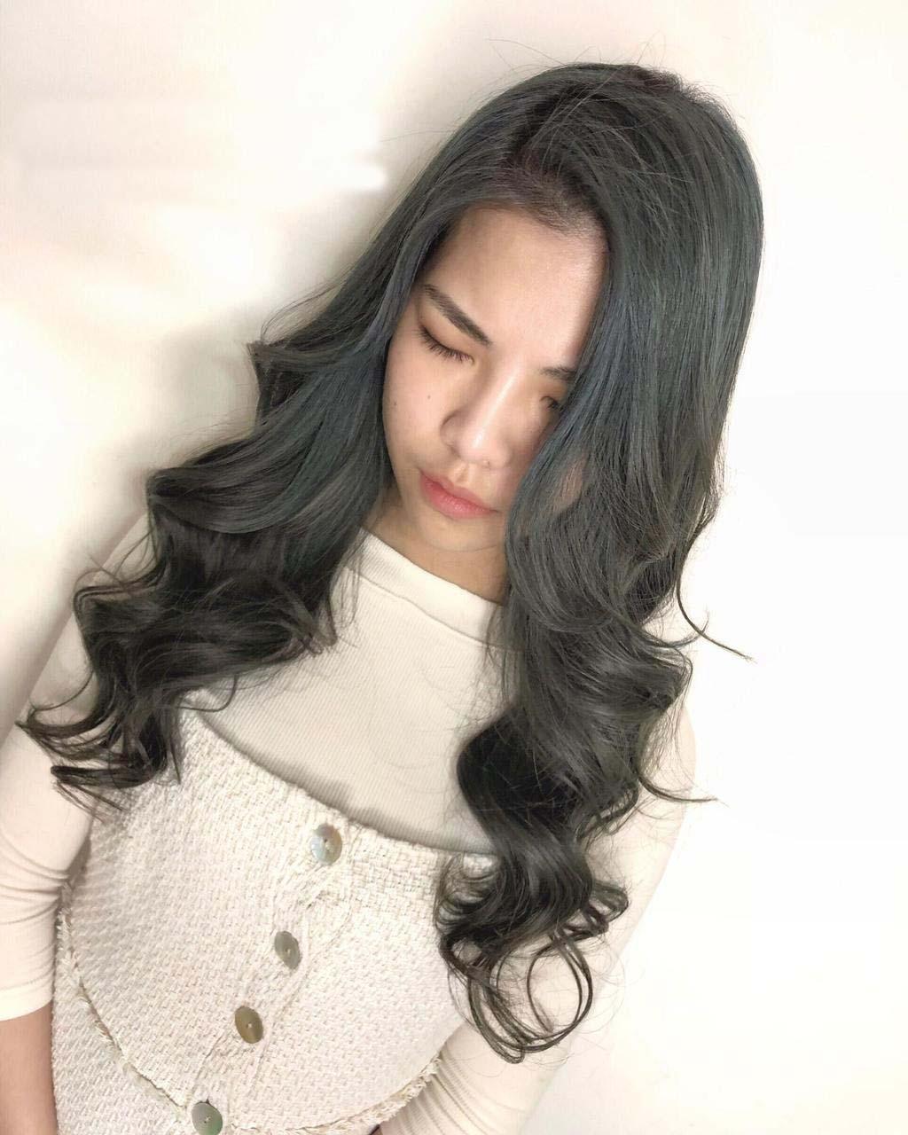 長髮女孩兒擔心黑髮太厚重的話,雪松灰綠可以減輕厚重感,提升輕盈不枯燥無趣!