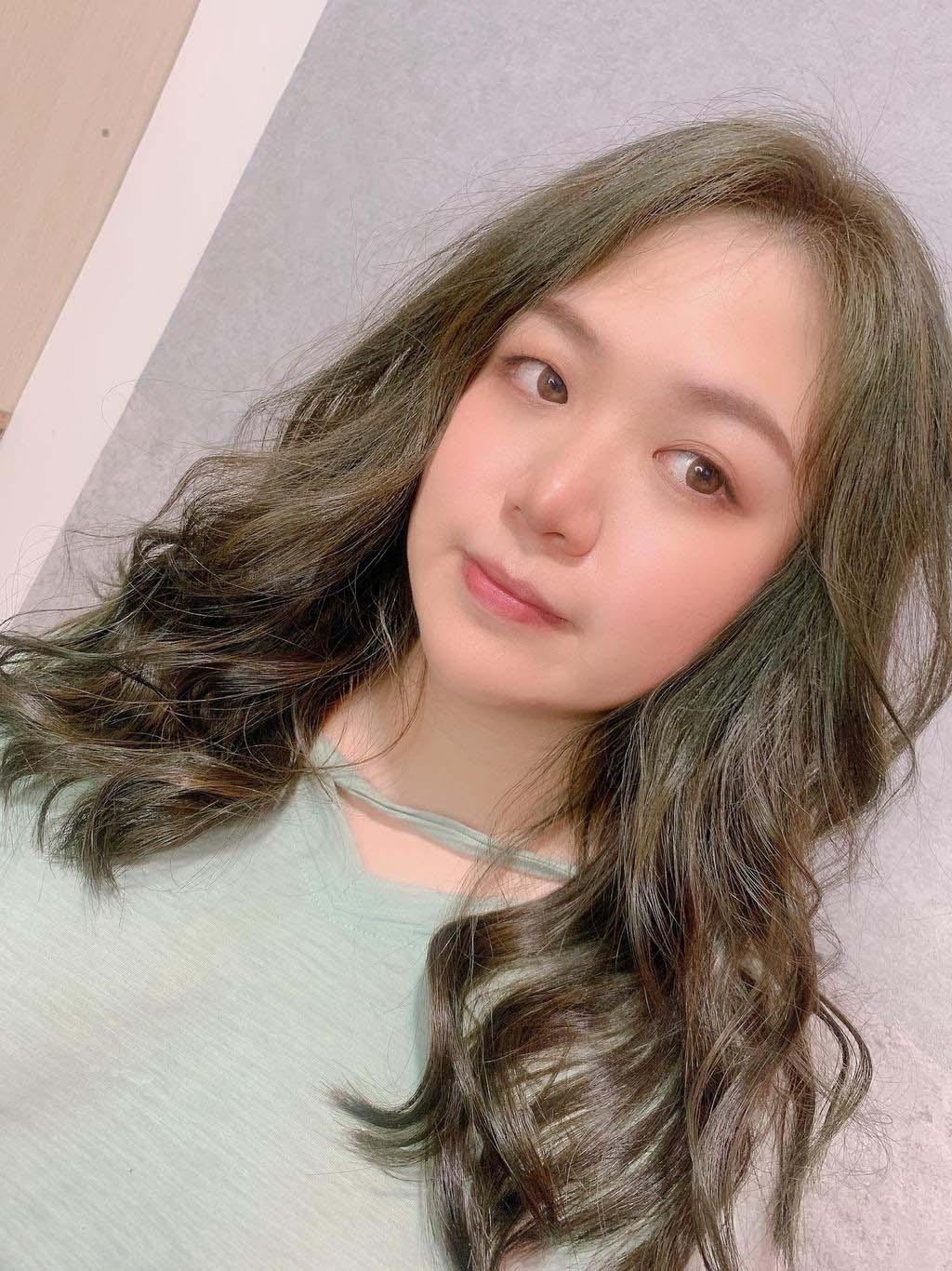 可以接受較淺髮色的女孩,建議可以加入更多淺棕與淺灰色的比例。