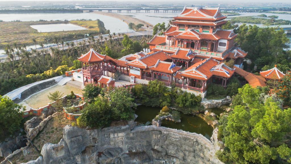 南鯤鯓代天府是全台規模最大、最古老的王爺廟,占地將近6萬坪。圖/雲嘉南濱海國家風景區