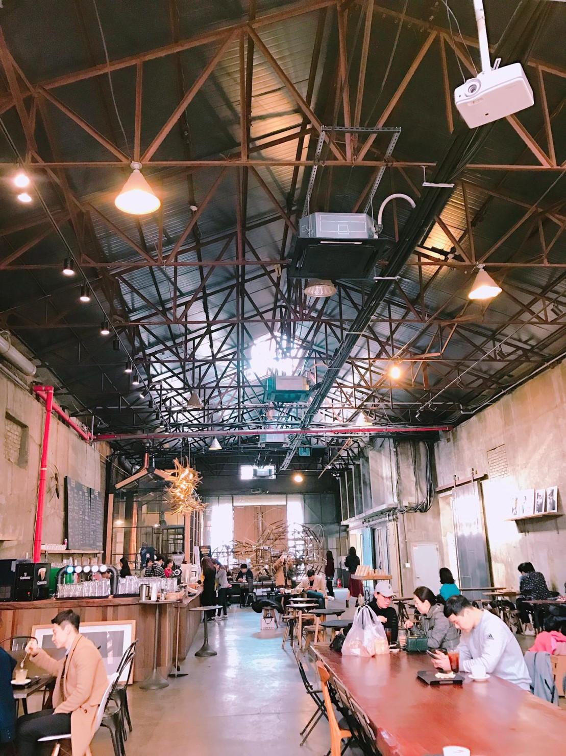 ▲韓國最常見各式各樣的咖啡廳。