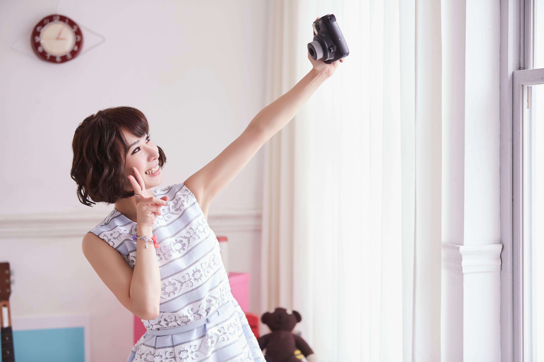 陳怡婷認為認為出去旅遊不宜濃妝艷抹,四樣化妝品就可以拍出美美的照片。