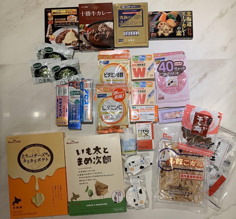 ▲帶回不少伴手禮的李維維,最喜歡北海道起司洋芋片的口感。