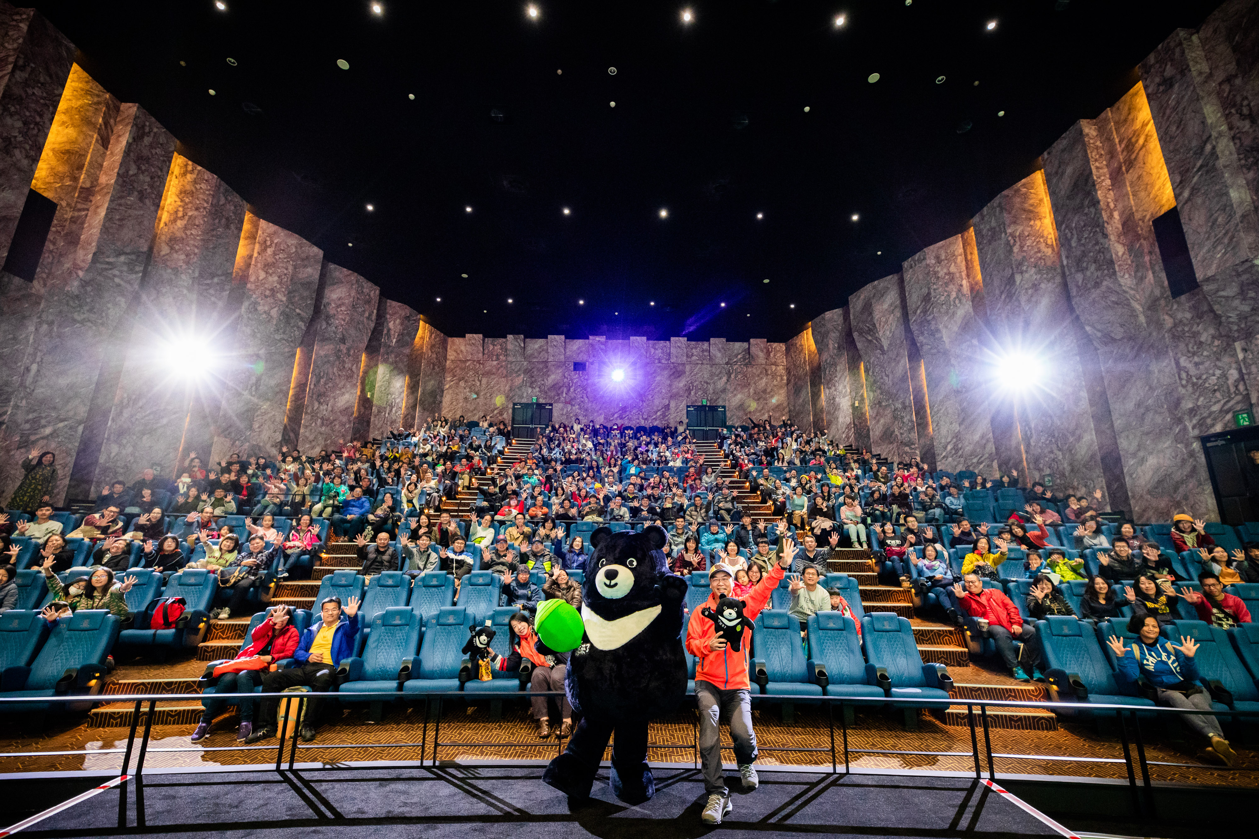 昨日《黑熊來了》舉行感恩放映 390席近乎滿座