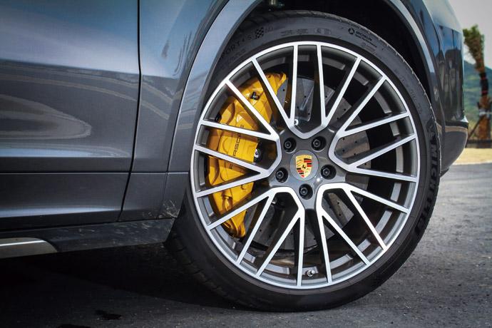 選配PCCB陶瓷煞車更將碟盤加大到前440mm、後410mm的配置。版權所有/汽車視界