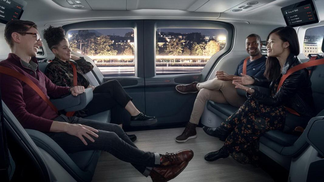 圖/內部座椅採面對面設計,總共可以容納6人,為乘客提供更大的空間,坐起來不會感到壓迫感,上方也配備能顯示行車資訊的螢幕。