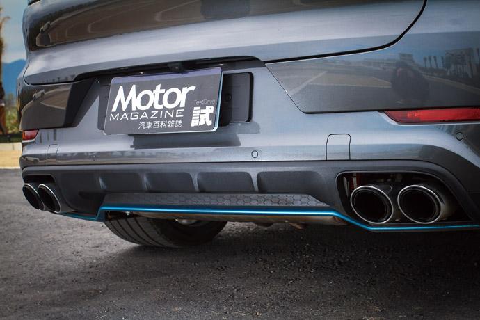 跑車化尾飾管採左右雙出的設計,更增添Cayenne Turbo Coupé的跑格魅力。版權所有/汽車視界