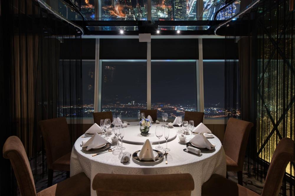 坐在101 85樓高空用餐,超級浪漫!