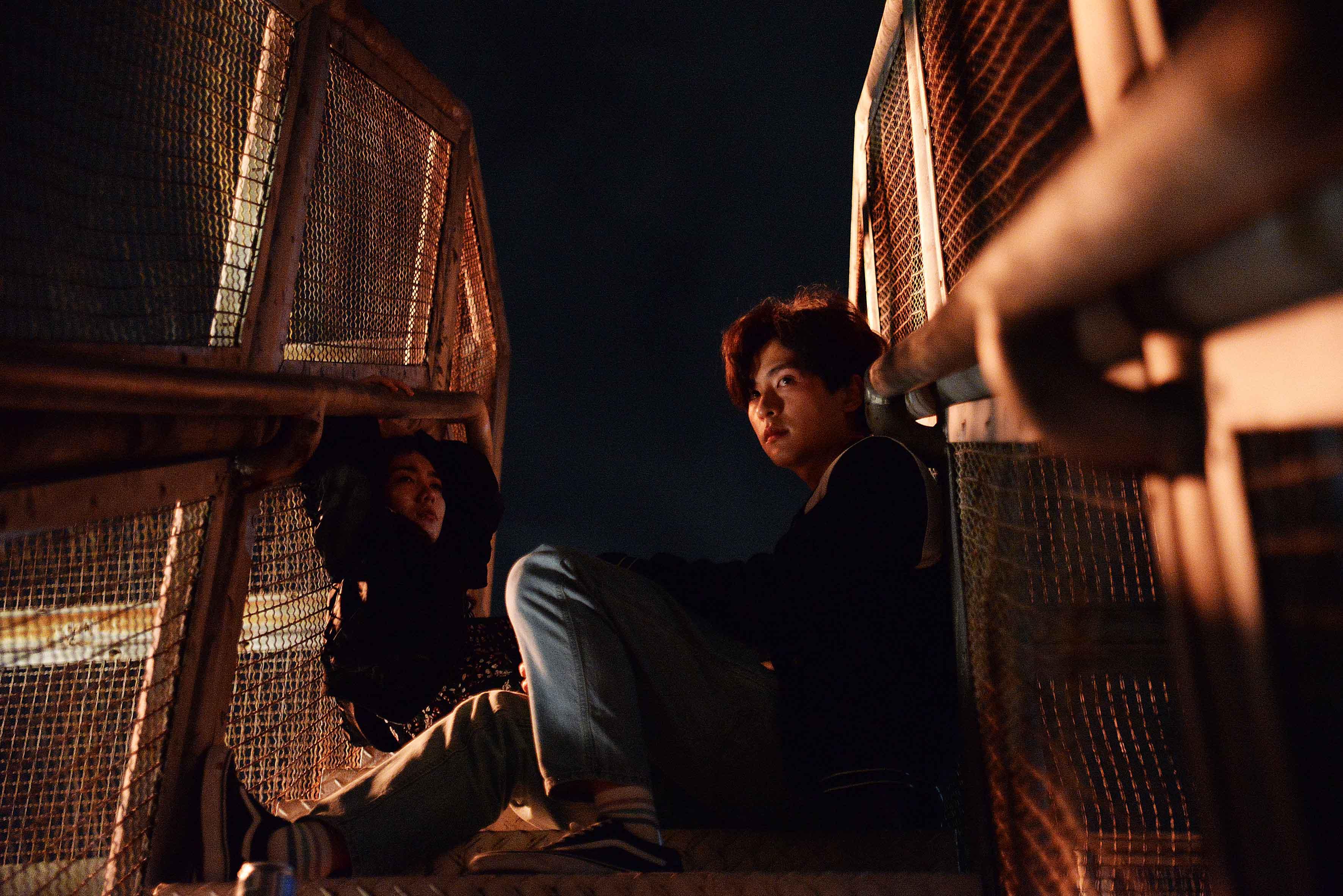 《失路人》劇照-(左)郭爾君、石知田(右)片中飾演從香港逃亡到台灣的罪犯