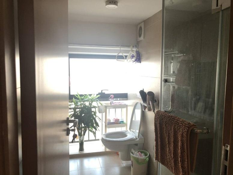 ▲明亮的浴室,搭配植栽,清新、令人放鬆