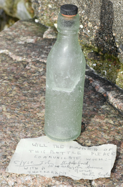 The note was written on the back of an old cake box from Cawley Bros Ltd, and was placed in a Smith's bottle. (SWNS)