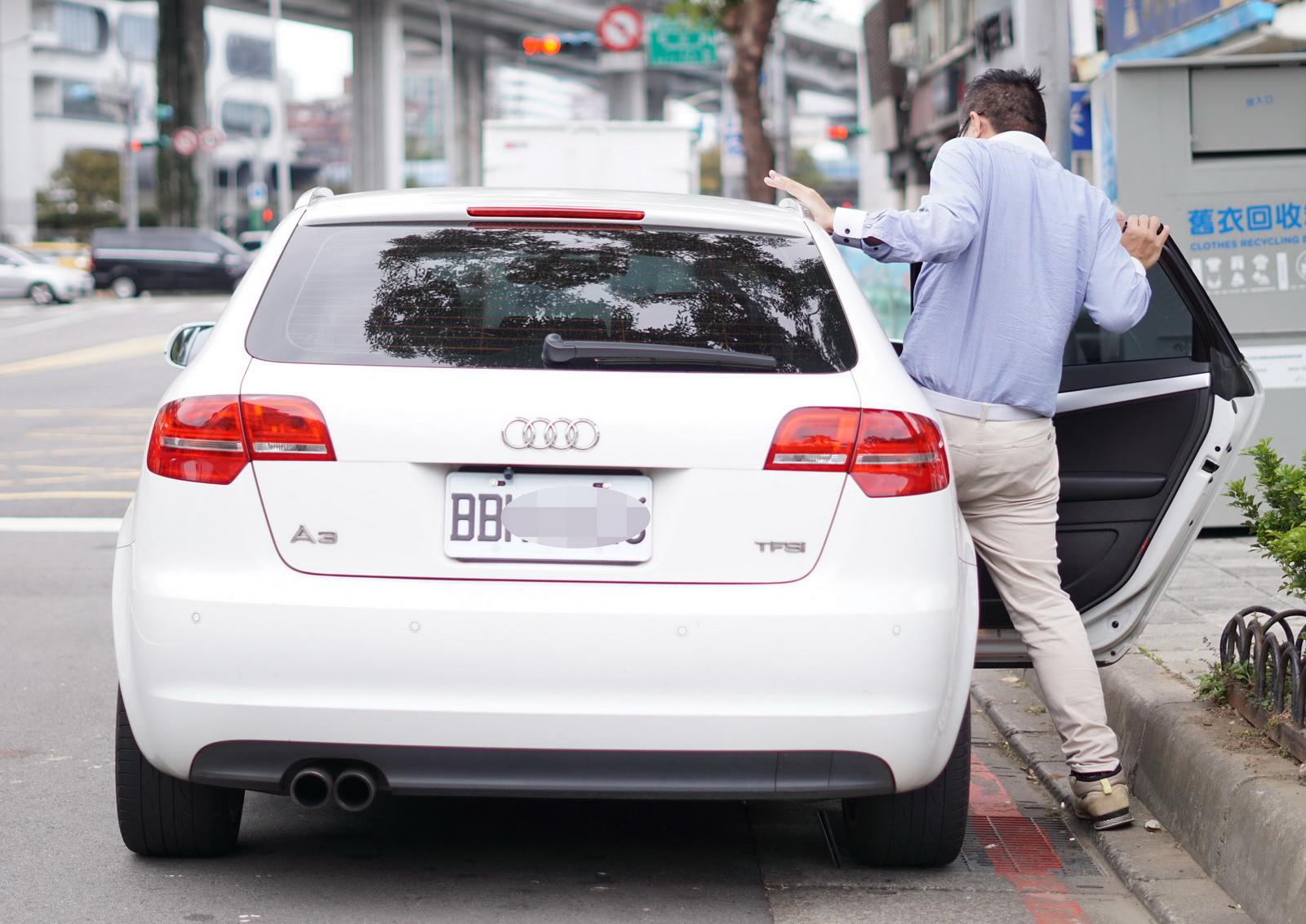 圖/白牌指的是白底黑字的自用車,既然是自用車,就不能有商業用途,否則就變成違法的私家計程車,也是政府近幾年積極取締的對象。