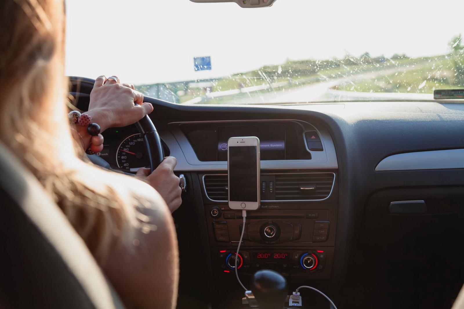 圖/搭乘違規的白牌計程車,若遇到交通事故,可能無法獲得該有的保險理賠,還是呼籲民眾選擇合法或多元車隊的計程車較安全有保障。圖片來源:Peter Fazekas