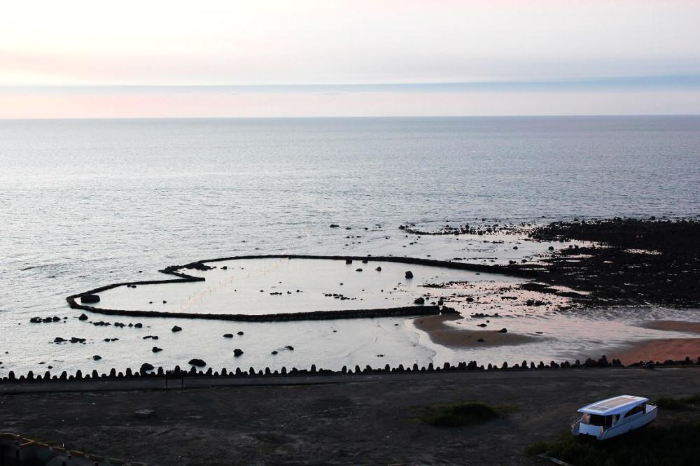 傳統漁作文化,生態漁法之愛心石滬(圖片來源:新北市政府漁業及漁港事業管理處)