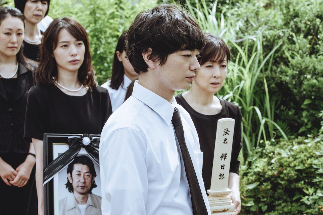 染谷將太與戶田惠梨香新片飾演姊弟,因父親喪禮而返鄉