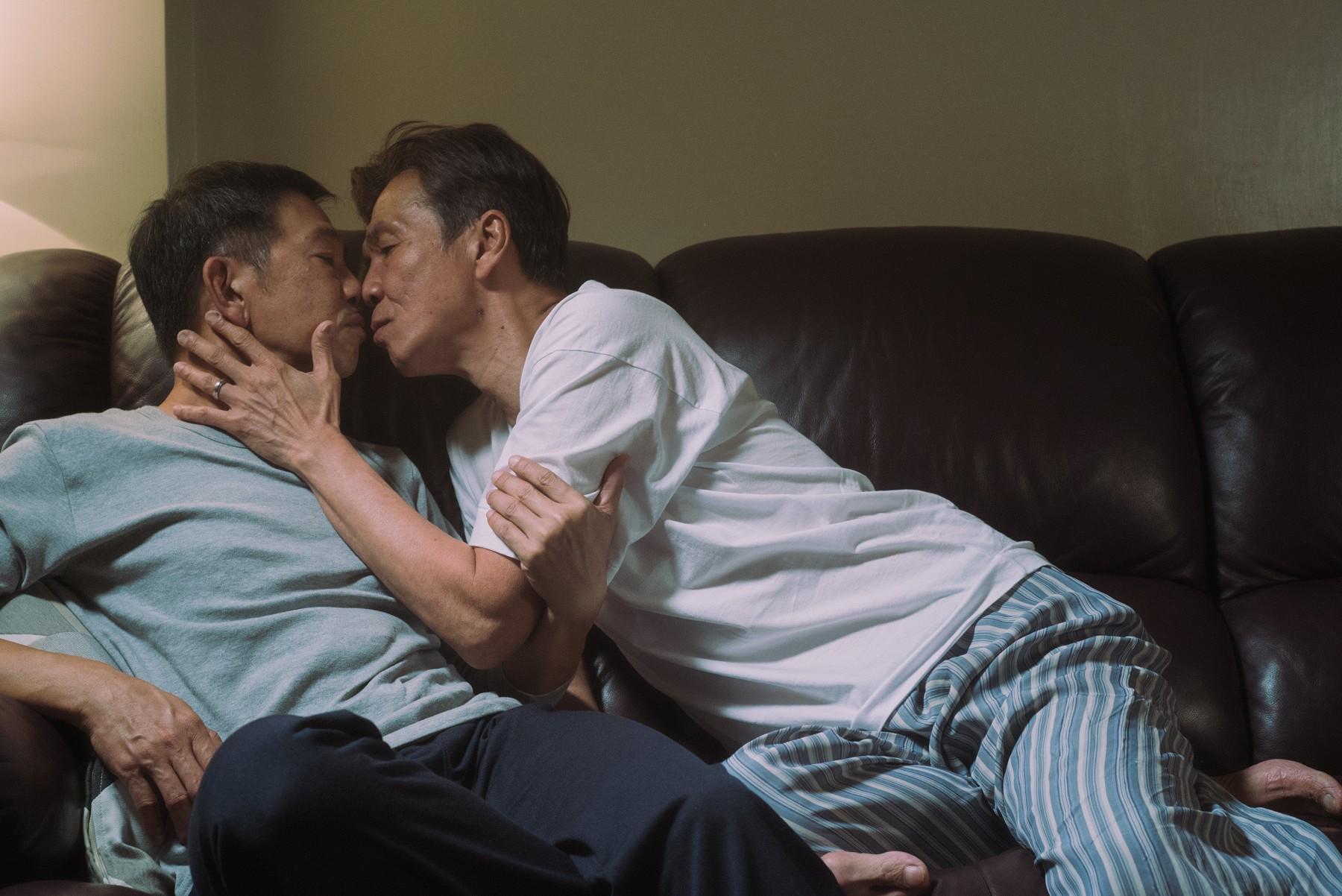 袁富華(左)、太保(右)兩人演出親密接吻戲毫無包袱