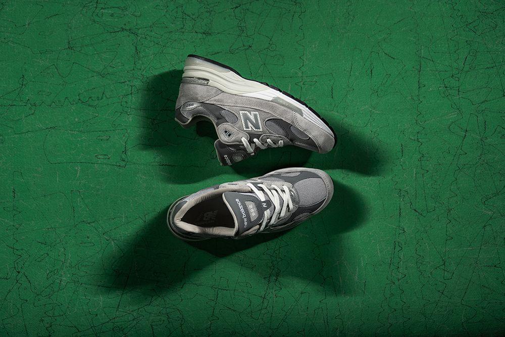 問世於 2006 年的 New Balance 992,採用麂皮與網布交織的鞋面,帶有質感的同時也沒忽略透氣的重要性