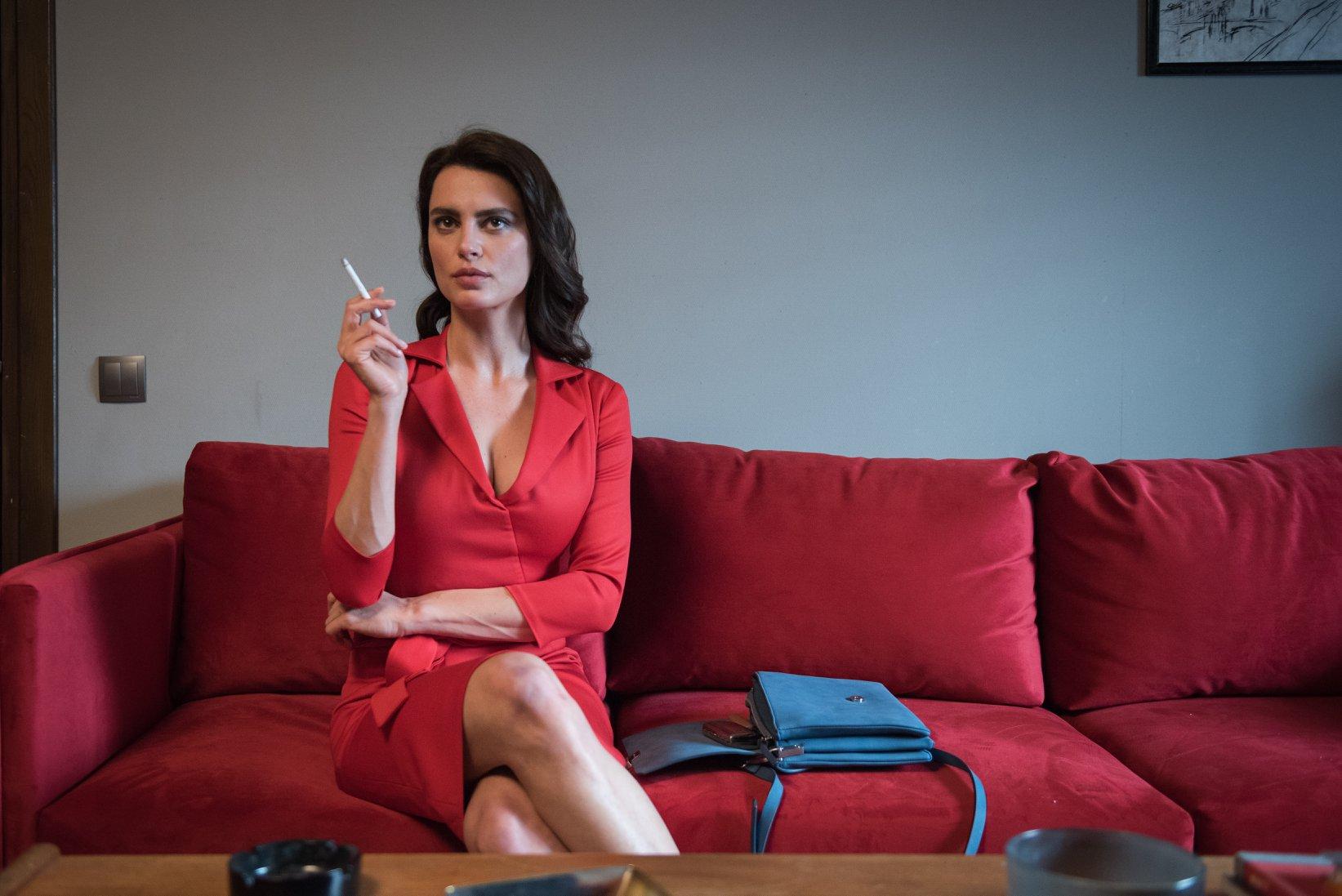 《吹哨奇案》新聞發稿照_女主角卡特琳娜馬龍