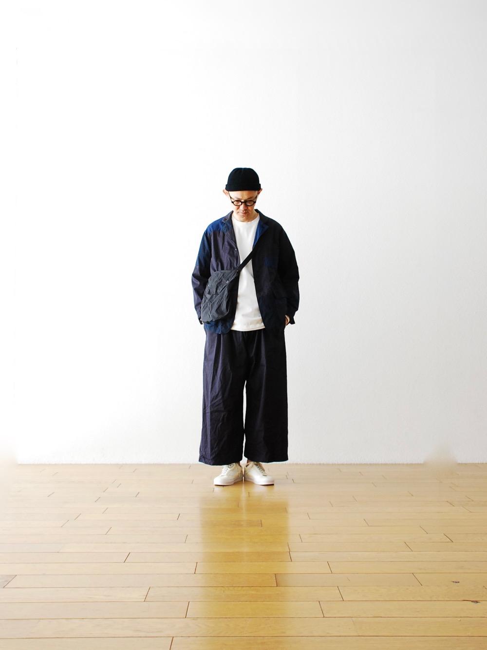 若想要傳遞出紳裝及休閒感並存的風格,利用成套穿搭或許是最適合的方式