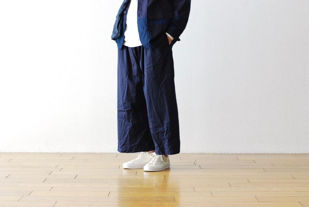 相同材質、版型及色系的西裝外套與長褲意想不到地延伸出正裝形象,但卻能呈現現代男子生活風格的樣貌