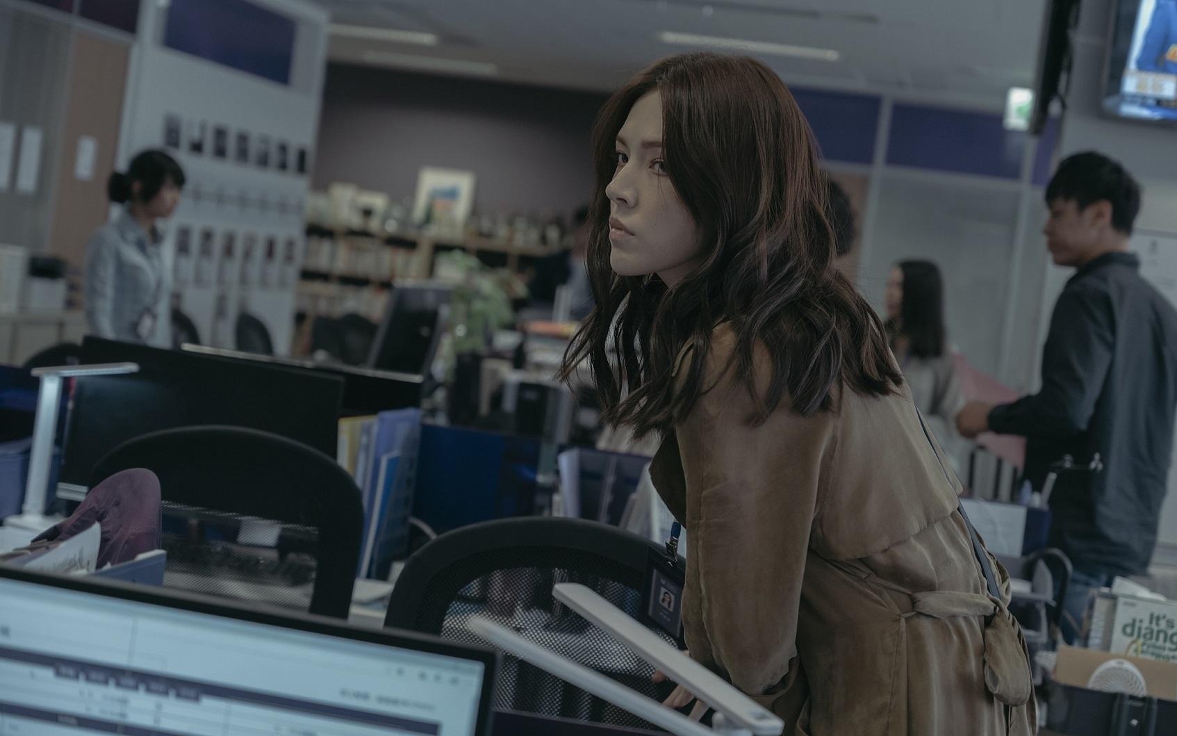 《誰是被害者》中張孝全飾演的鑑識天才被迫與記者許瑋甯合作,對一起女星溶屍命案展開調查。