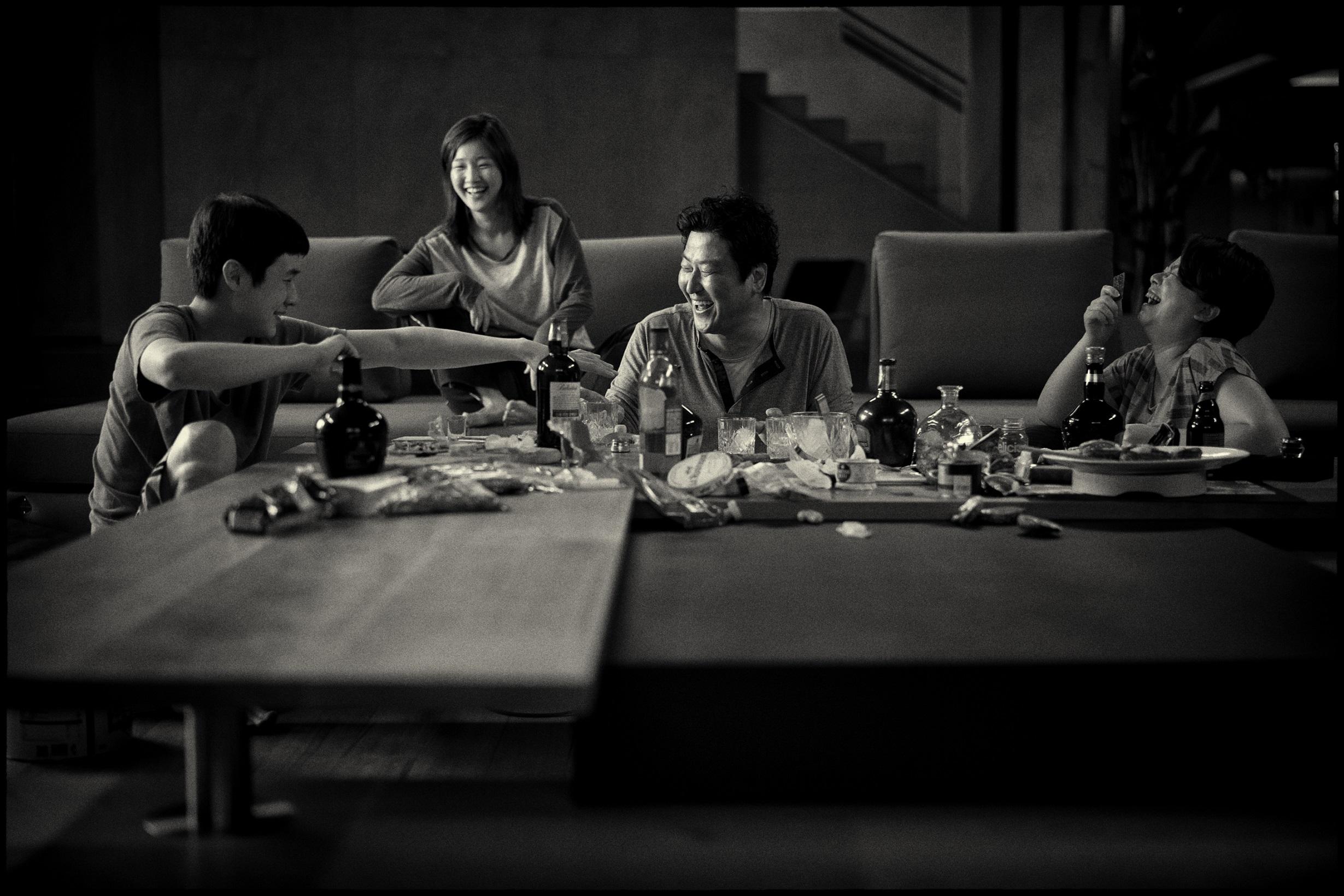 《寄生上流:黑白版》2月27日台灣限定上映