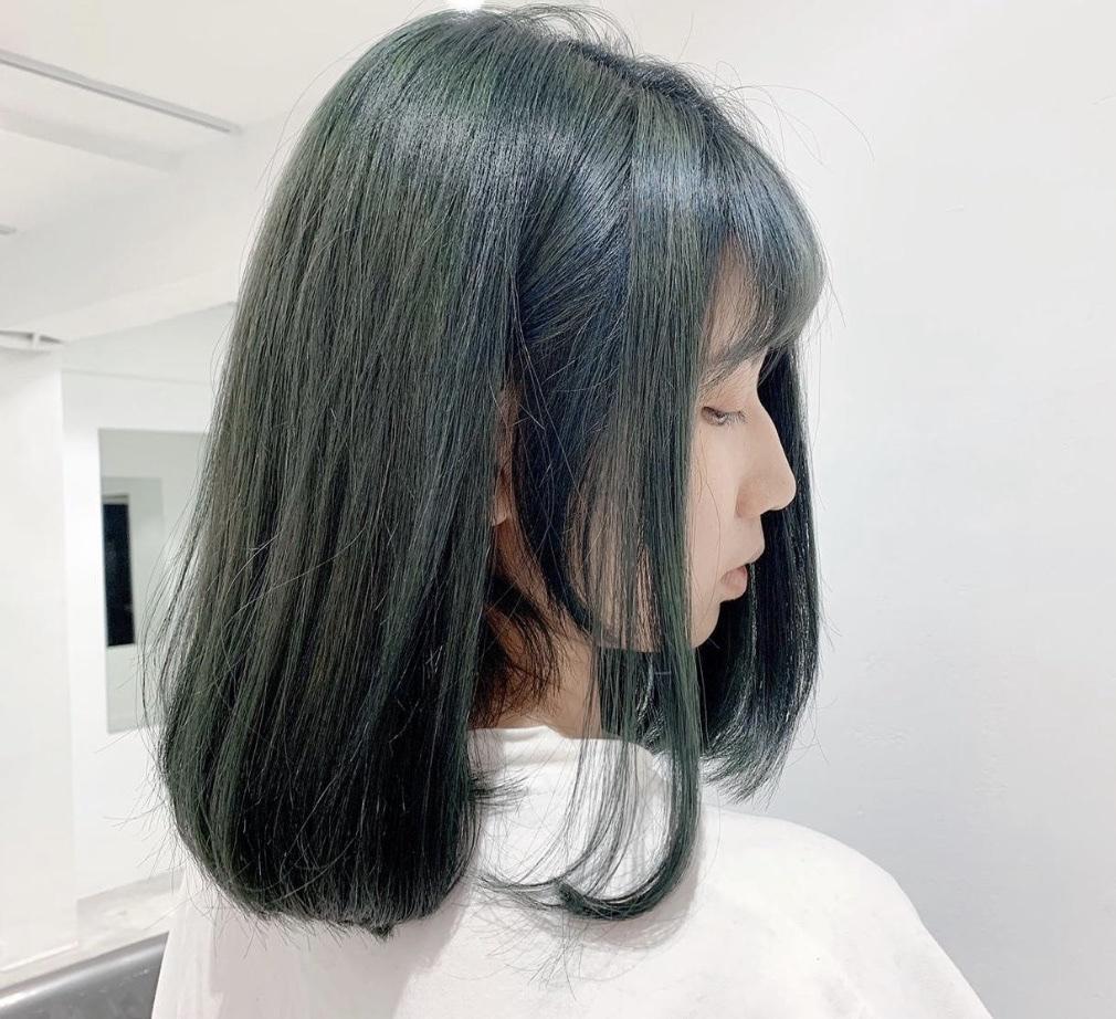 以一種沈穩之姿回歸流行趨勢,酪梨綠加上冷冷的透光感與霧感,將會是2020大受歡迎的熱門髮色喔!