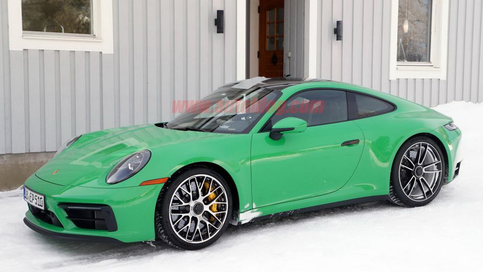 圖/網路上流出多張Porsche 911 GTS無偽裝間諜照,採用大膽的鮮綠色塗裝,展現出帥氣活力的跑格。