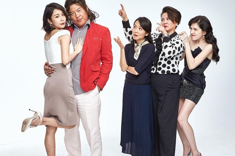 許瑋甯演出果陀劇場舞台劇《我的大老婆》,一雙極細美腿,讓人近距離看傻了。