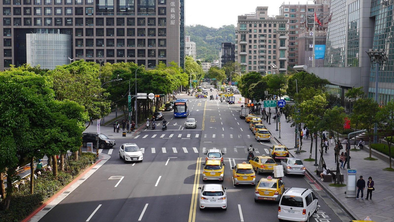 圖/白牌計程車出沒地點以飯店、機場、火車站…等大眾運輸場站周邊居多,也造成計程車業者生意的衝擊。圖片來源:Punnatorn Thepsuwanworn from Pixabay