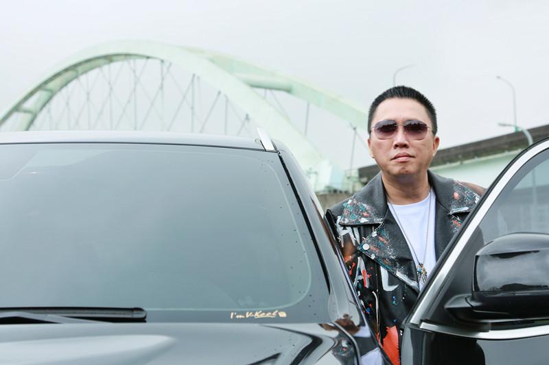 趙哥對三寶見怪不怪 自己開車很小心