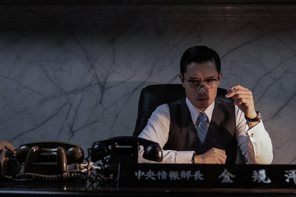 李炳憲劇中飾演韓國中央情報部部長 竟對總統開槍?!
