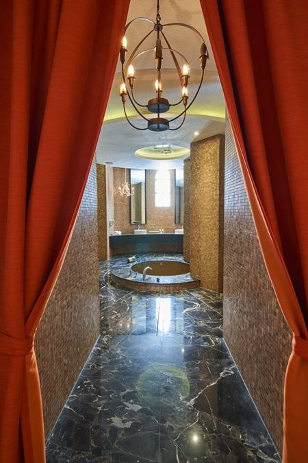 摩洛哥情緣圓形衛浴場域。攝影/李文欽