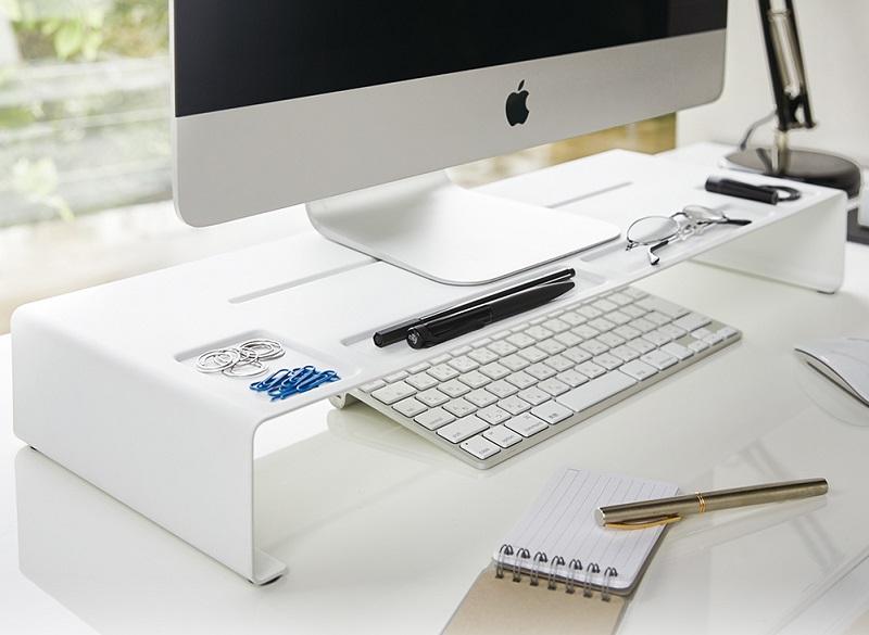▲簡約設計感螢幕置物架,利用微型凹槽讓瑣碎文具各自安放,節省找物時間。(圖片來源:Yahoo購物中心)