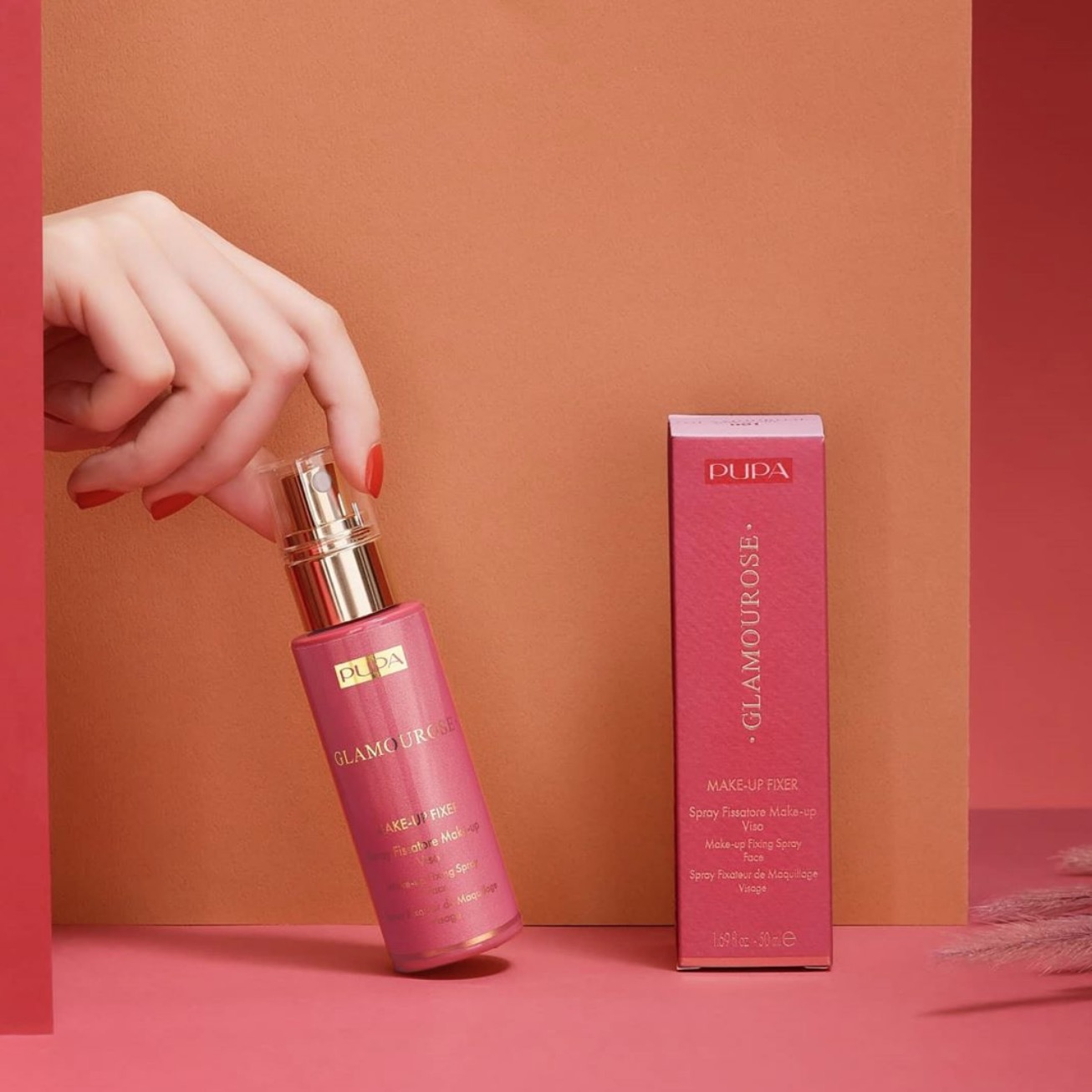 擁有義大利米蘭時尚DNA 的 PUPA 彩妝品牌推出令人為之驚豔的清爽型定妝噴霧,能瞬間完美定妝