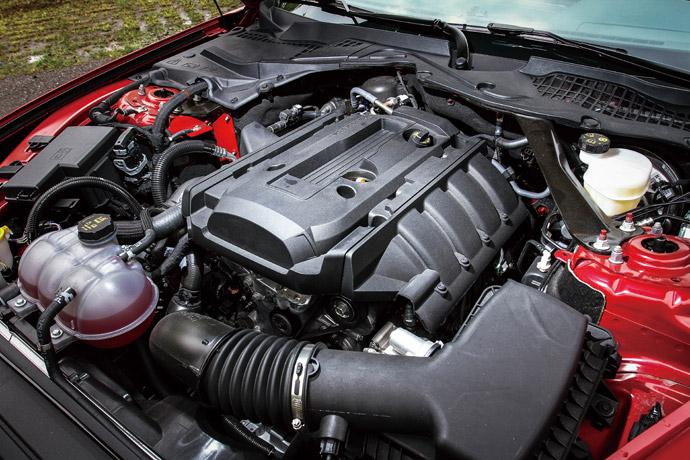 以往野馬是以大排氣量著名,不過在這代的車型上,除了保留5.0 V8的大排氣動力之外,更增加集團最新的EcoBoost引擎科技,而這具排氣2.3升的渦輪增壓引擎,可為它帶來290ps/45.0kgm的動力表現。