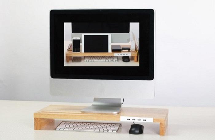 ▲俐落螢幕架,整合手機、平板與USB插槽,可同時多工進行,高效能齊發。(圖片來源:Yahoo購物中心)