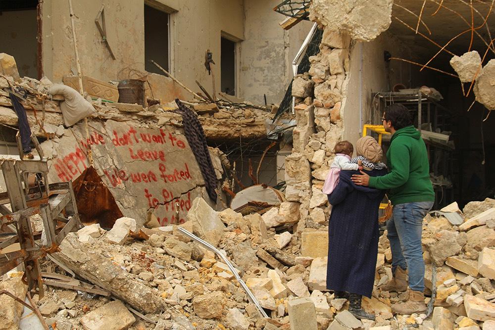 殘垣斷壁寫著「我們不想離家,我們是被迫逃亡」《親愛的莎瑪》驚人上演國際進階版