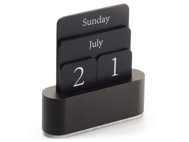 ▲簡潔寯永的設計,可以陪你走到世界盡頭的萬年曆。(圖片來源:Yahoo購物中心)