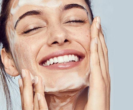 挑選洗面乳不能隨便,要依照個人的膚質選擇。