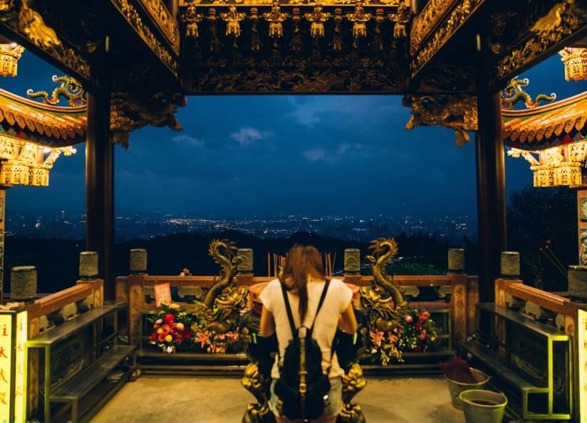 被譽為北臺灣最旺的土地公廟「烘爐地」,在環狀線開通後也可以輕鬆到達啦!