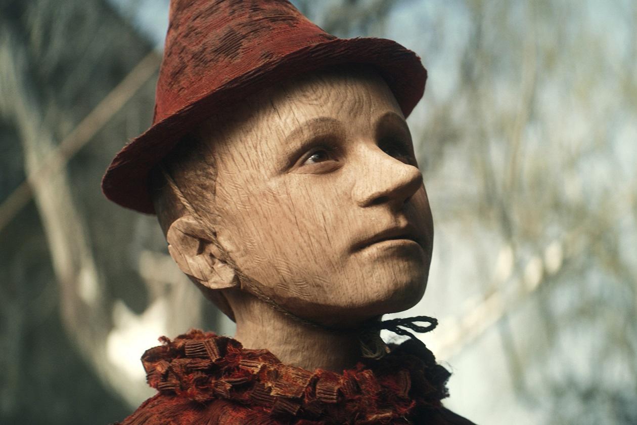 義大利名導演馬提歐賈洛尼改編經典兒童文學的《皮諾丘的奇幻旅程》,有完全不同於迪士尼的魔幻魅力。