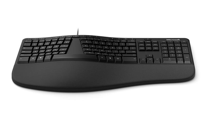 ▲曲線造型鍵盤,手腕處為布質支撐墊,使用起來更舒適。(圖片來源:Yahoo購物中心)