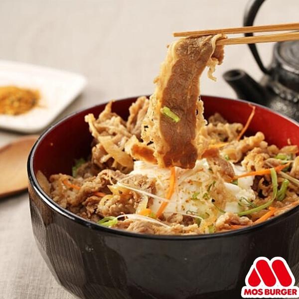 像這樣的即食包,裡面已經裝好丼飯的醬汁及配料,只要加熱淋上白飯,就完成正宗的日式丼飯了!