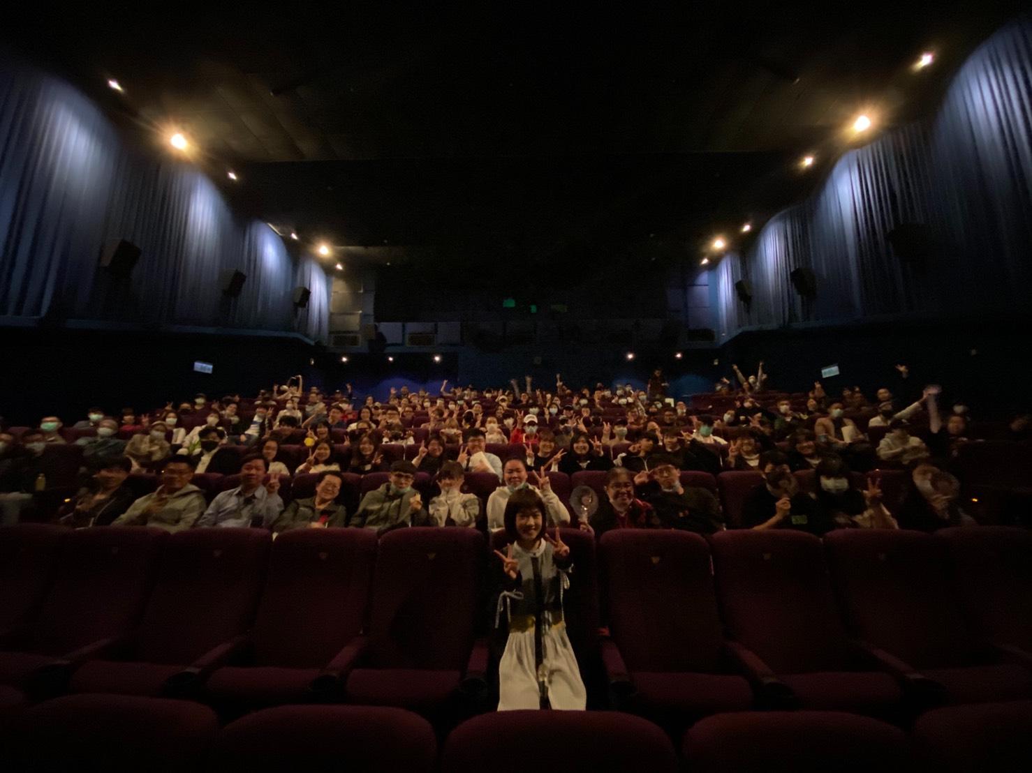 嚴正嵐3月1日包場邀請好朋友與粉絲戲院一起看女鬼橋